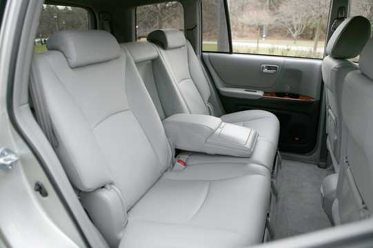 Interior of Toyota Highlander 3.3 V6 Hybrid 4WD-i Automatic, 272hp, 2007