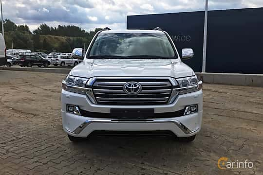 Front  of Toyota Land Cruiser 4.5 V8 D-4D 4WD Automatic, 272ps, 2017