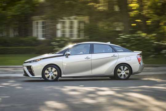 Side  of Toyota Mirai FuelCell Single Speed, 154hp, 2016