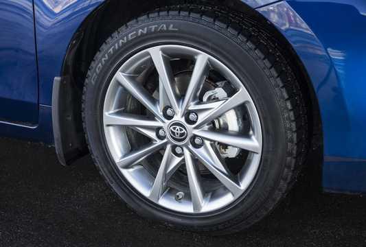 Close-up of Toyota Prius+ Hybrid 1.8 VVT-i Hybrid CVT, 123hp, 2016