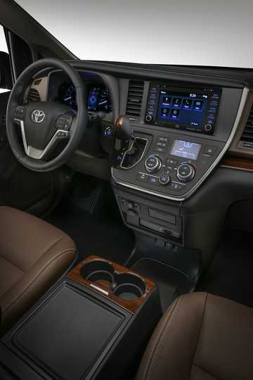 Interior of Toyota Sienna 3.5 V6 AWD Automatic, 301hp, 2018