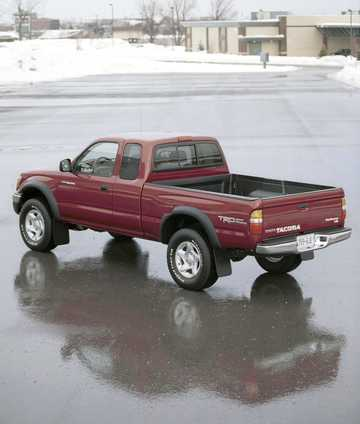Back/Side of Toyota Tacoma Extended Cab 2001