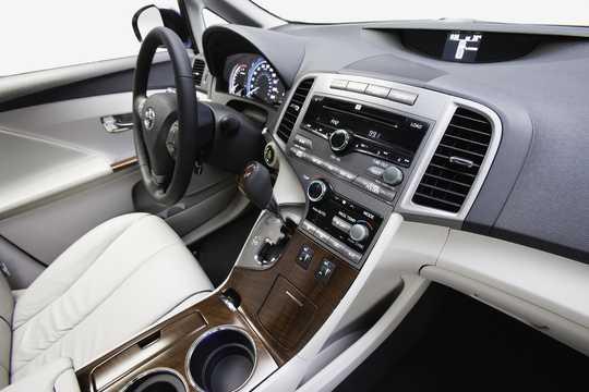 Interior of Toyota Venza 3.5 V6 AWD Automatic, 272hp, 2009