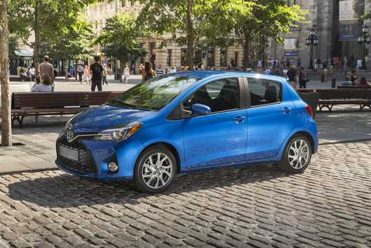 Front/Side  of Toyota Yaris 5-door 2015