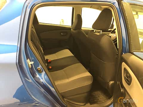 Interiör av Toyota Yaris Hybrid 1.5 VVT-i CVT, 101ps, 2015