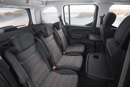 Interior of Vauxhall Combo Life 2018