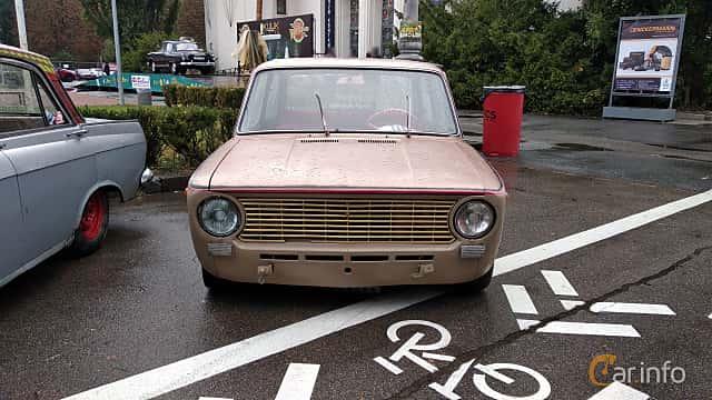 Front  of VAZ VAZ-21013 1.2 Manual, 63ps, 1974 at Old Car Land no.2 2018