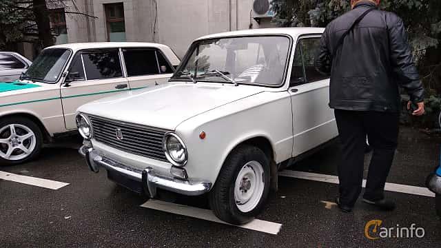 Front/Side  of VAZ VAZ-21013 1.2 Manual, 63ps, 1978 at Old Car Land no.2 2018