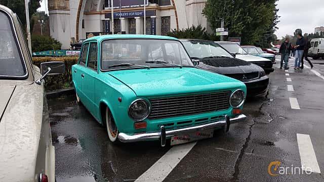 Front/Side  of VAZ VAZ-21013 1.2 Manual, 63ps, 1972 at Old Car Land no.2 2018