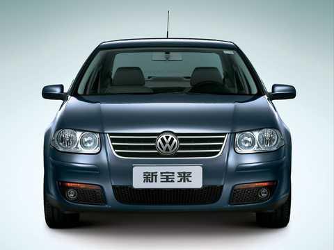 Front  of Volkswagen Bora 1st Generation