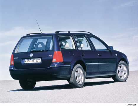 Back/Side of Volkswagen Bora Variant 2000