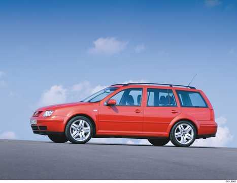 Front/Side  of Volkswagen Bora Variant 2001