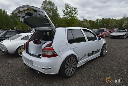 Back/Side of Volkswagen Golf 5-door 1.8 Manual, 125ps, 1999 at Japan vs Germany 2016