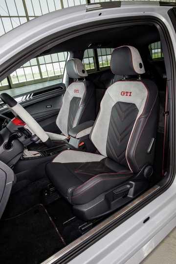 Interior of Volkswagen Golf GTI Next Level 2.0 TSI DSG Sequential, 411hp, 2018