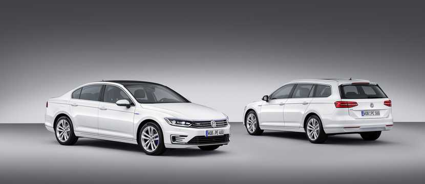 Front/Side  of Volkswagen Passat GTE Variant 1.4 TSI DSG Sequential, 218hp, 2017