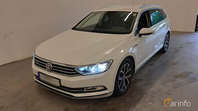 Front/Side  of Volkswagen Passat Variant 2.0 TDI SCR BlueMotion 4Motion DSG Sequential, 190ps, 2016
