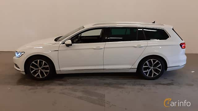 Side  of Volkswagen Passat Variant 2.0 TDI SCR BlueMotion 4Motion DSG Sequential, 190ps, 2016