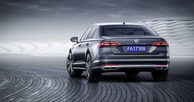 Back/Side of Volkswagen Phideon 2017