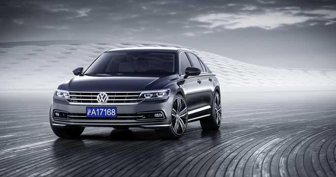 Front/Side  of Volkswagen Phideon 2017