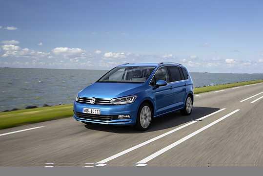 Front/Side  of Volkswagen Touran 2016