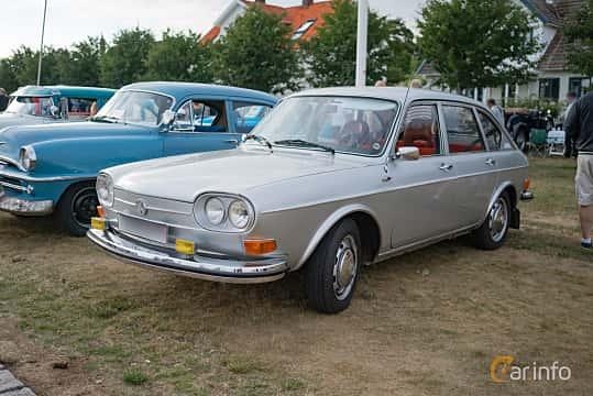 Front/Side of Volkswagen 411 4-door 1.7 Manual, 80ps, 1971 at Veteranbilsträff i Vikens hamn Juli 2018
