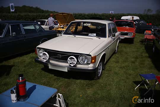 Front/Side  of Volvo 144 2.0 Manual, 82ps, 1973 at Tjolöholm Classic Motor 2018