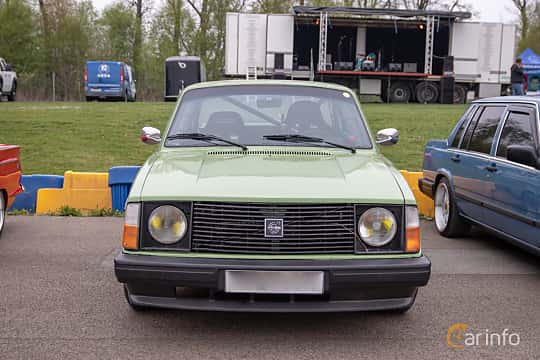 Front  of Volvo 242 2.1 Manual, 97ps, 1975 at Lucys motorfest 2019