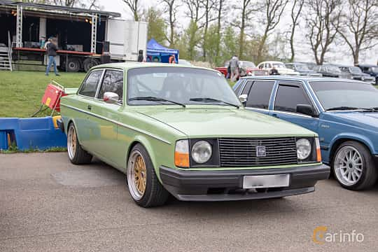 Front/Side  of Volvo 242 2.1 Manual, 97ps, 1975 at Lucys motorfest 2019