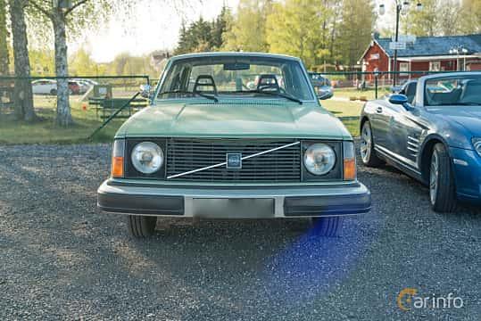 Front  of Volvo 244 2.1 Manual, 100ps, 1976 at Lissma Classic Car 2019 vecka 20