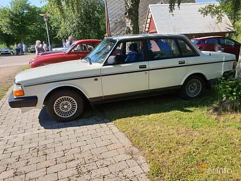 Front/Side  of Volvo 244 2.3 Manual, 116ps, 1991 at Eddys bilträff Billesholm 2019 Tema Opel och Chevrolet