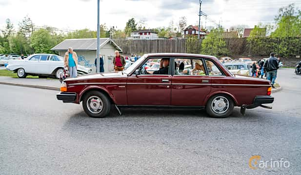 Side  of Volvo 244 2.1 Manual, 107ps, 1981 at Vårcruising Järna 2019