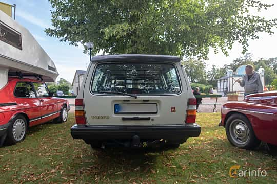 Back of Volvo 245 2.3 Manual, 116ps, 1988 at Billesholms Veteranbilsträff 2019 augusti