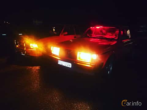 Front/Side  of Volvo 245 2.3 Manual, 116ps, 1993