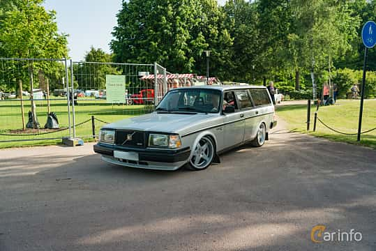 Front/Side  of Volvo 245 2.1 Turbo Manual, 155ps, 1985 at Ronneby Nostalgia Festival 2019