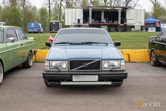 Front  of Volvo 744 2.3 Automatic, 116ps, 1989 at Lucys motorfest 2019