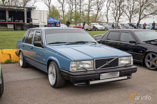Front/Side  of Volvo 744 2.3 Automatic, 116ps, 1989 at Lucys motorfest 2019