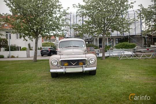 Front  of Volvo PV444L 1.6 Manual, 60ps, 1957 at Veteranbilsträff i Vikens hamn  2019 Maj