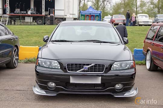 Front  of Volvo S60 2.4T Manual, 200ps, 2002 at Lucys motorfest 2019