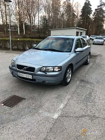 Front/Side  of Volvo S60 2.4 Manual, 170ps, 2001