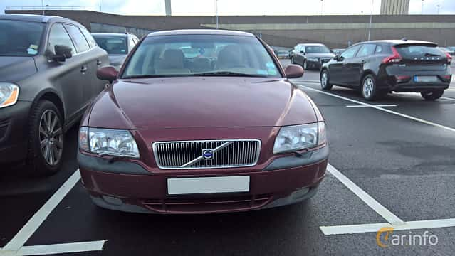 Front  of Volvo S80 2.4 Manual, 140ps, 2000
