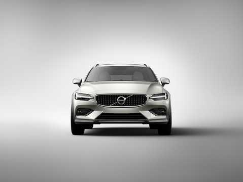 Front  of Volvo V60 Cross Country 2019