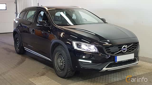 Front/Side  of Volvo V60 Cross Country 2.0 D3 Geartronic, 150ps, 2017