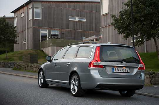 Back/Side of Volvo V70 D3 Geartronic, 150hp, 2016