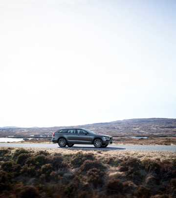 Front/Side  of Volvo V90 Cross Country 1st Generation