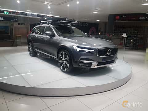 Front/Side  of Volvo V90 Cross Country 2.0 T6 AWD Geartronic, 320ps, 2017