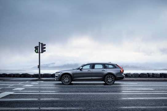 Side  of Volvo V90 Cross Country 1st Generation