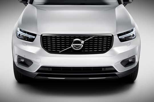 Close-up of Volvo XC40 T5 AWD Geartronic, 247hp, 2018