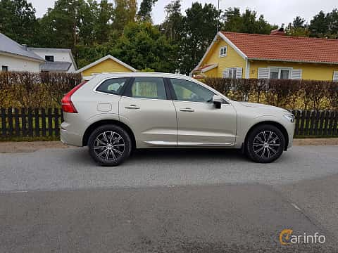Side  of Volvo XC60 2.0 T5 AWD Geartronic, 254ps, 2018