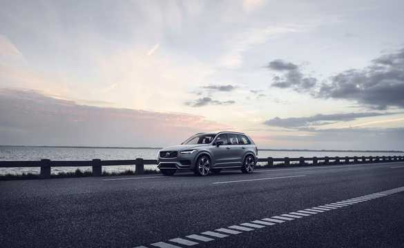 Front/Side  of Volvo XC90 T8 AWD Geartronic, 392hp, 2020
