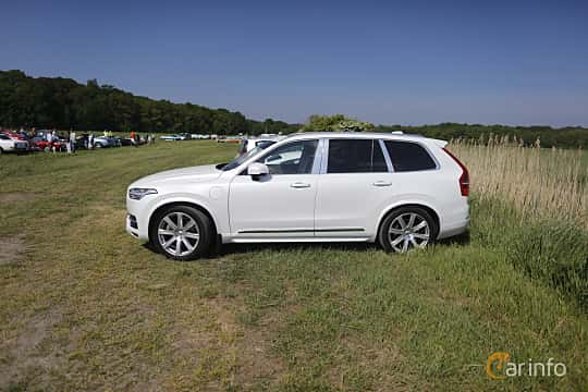 Side  of Volvo XC90 T8 AWD Geartronic, 407ps, 2017 at Tjolöholm Classic Motor 2018